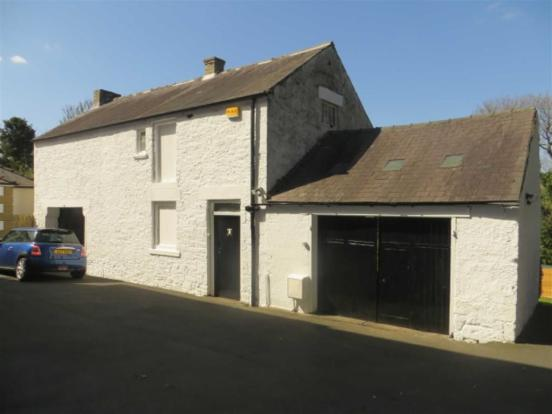 COACH HOUSE/STABLES