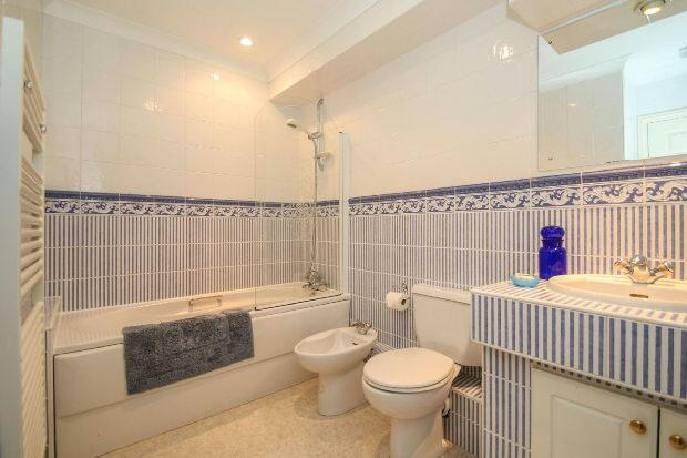 Family Bathroom 4