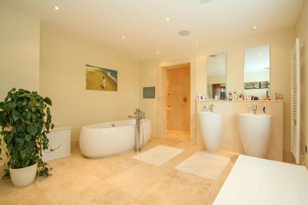 En Suite Bathroom As