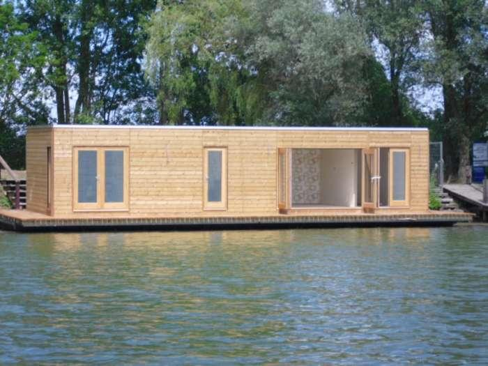 2 bedroom house boat for sale in modern floating homes tw17 for Modern house uk for sale