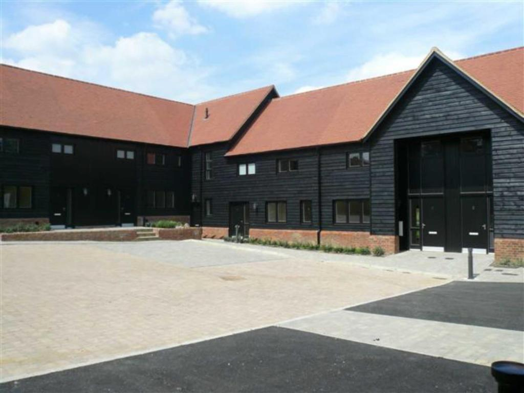 2 bedroom barn conversion to rent in corner farm place