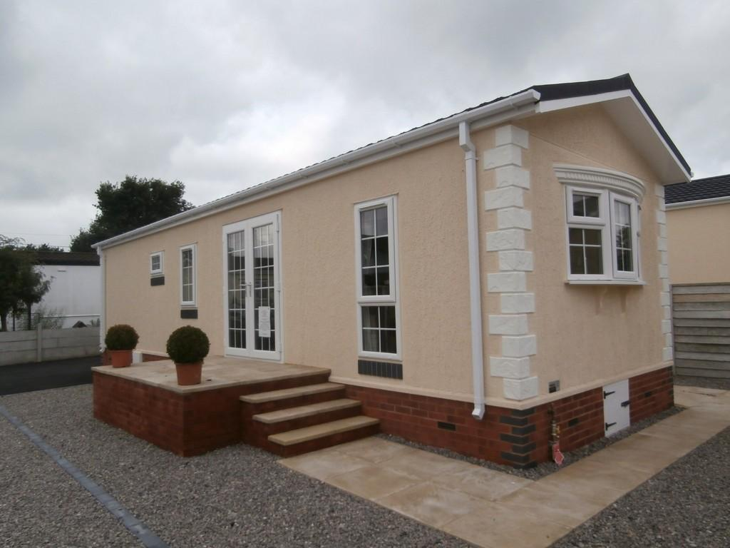2 bedroom mobile home for sale in Chapel Lane Wythall B47