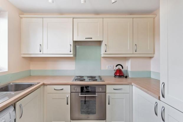 2 Bedroom Flat To Rent In Larch Close Botley Ox2