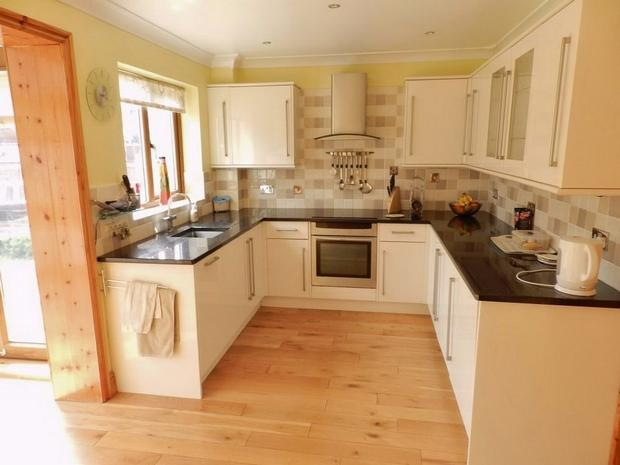 3 bedroom semi detached house for sale in cotswold drive for Kitchen ideas 3 bed semi