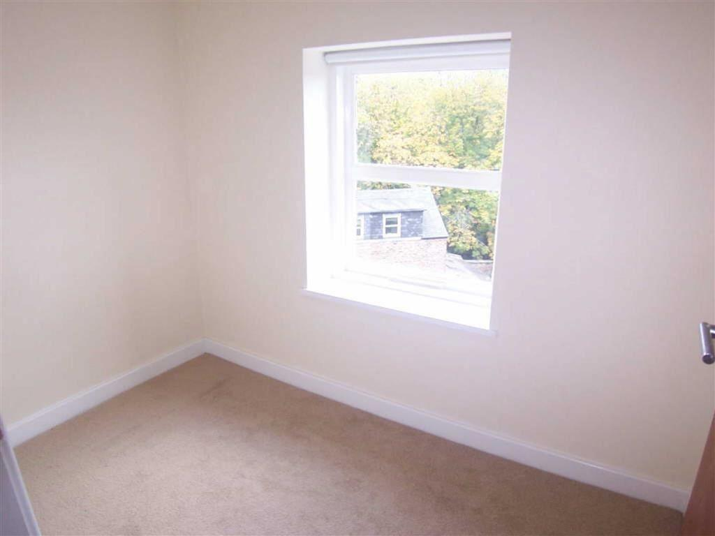 SMALL 2ND BEDROOM/ST