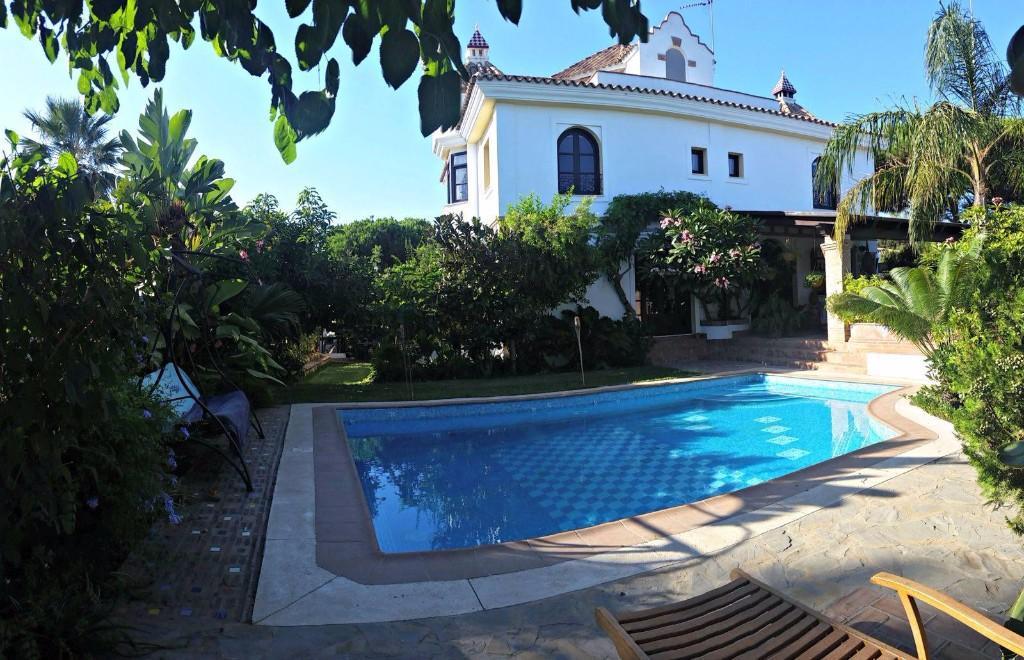 Detached Villa in Elviria (Marbella)...