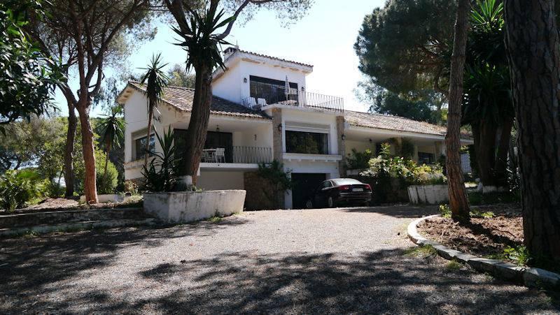 5 bed Detached Villa in Elviria (Marbella)...