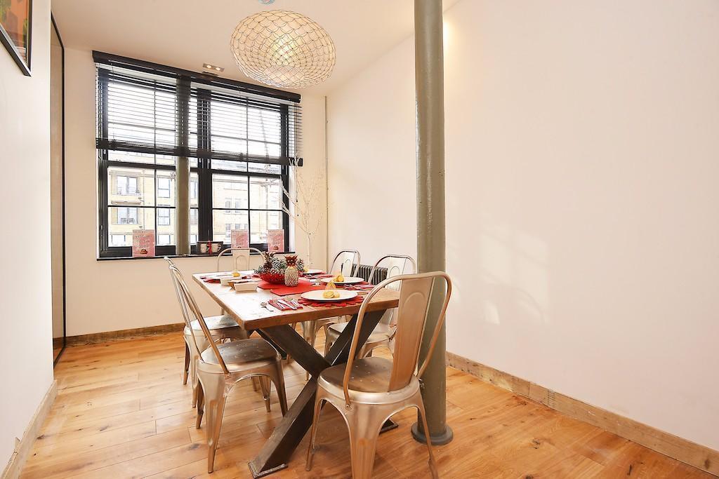 Vanquish,Dining room