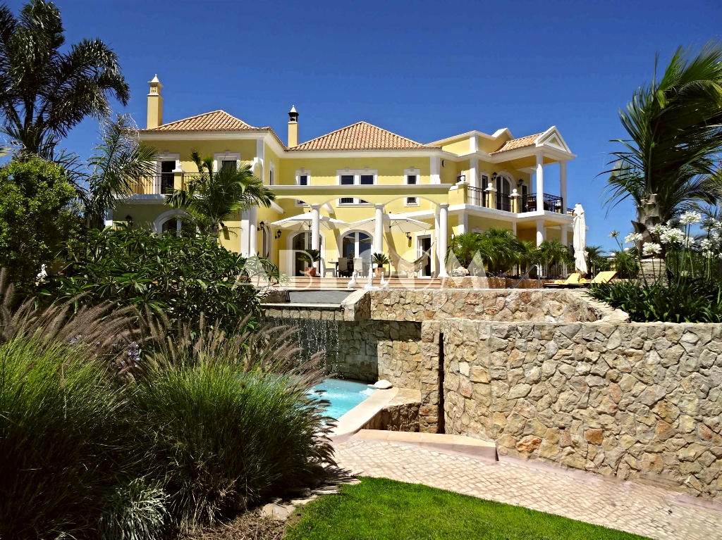 Villa for sale in Algarve, Vilamoura