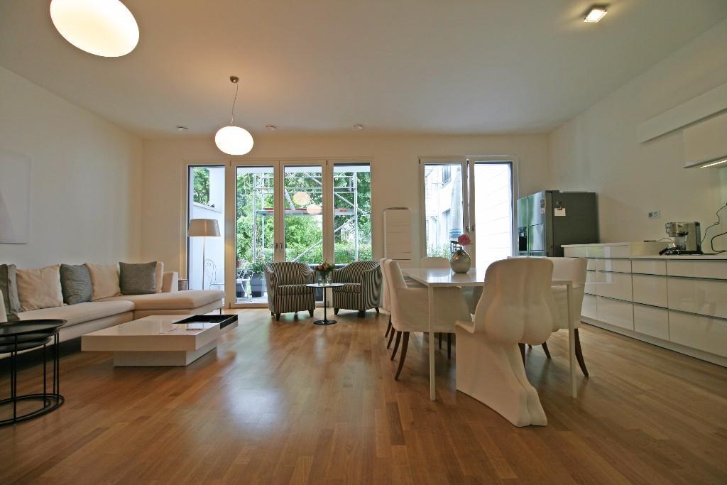 1 bedroom Ground Flat for sale in Wilmersdorf, Berlin