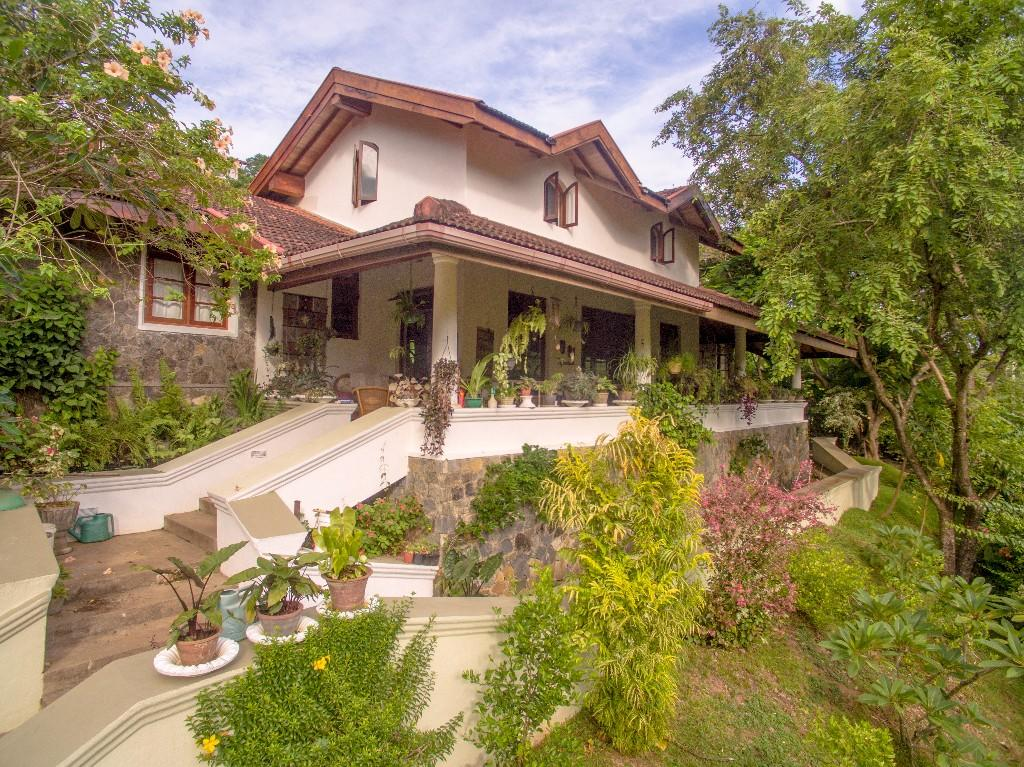 6 bed home for sale in Kandy, Central