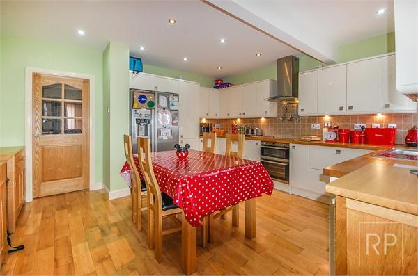 3 bedroom end of terrace house for sale in telford gardens for Terrace kitchen diner