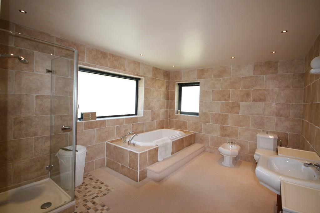 Beige brown ensuite bathroom design ideas photos inspiration rightmove home ideas Beige brown bathroom design