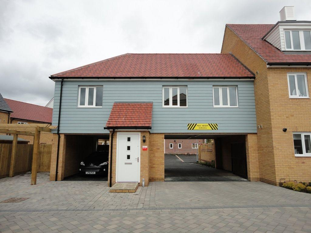 2 bedroom flat to rent in new build coach house repton park tn23