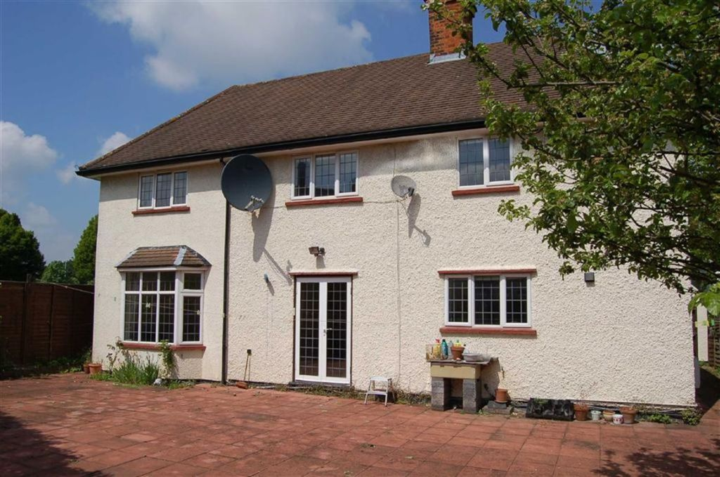 5 bedroom detached house for sale in meadow way letchworth garden city hertfordshire sg6 for Letchworth swimming pool prices
