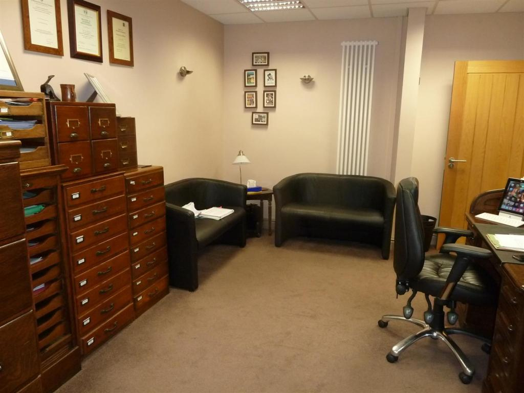 CONSULTING ROOM/OFFI