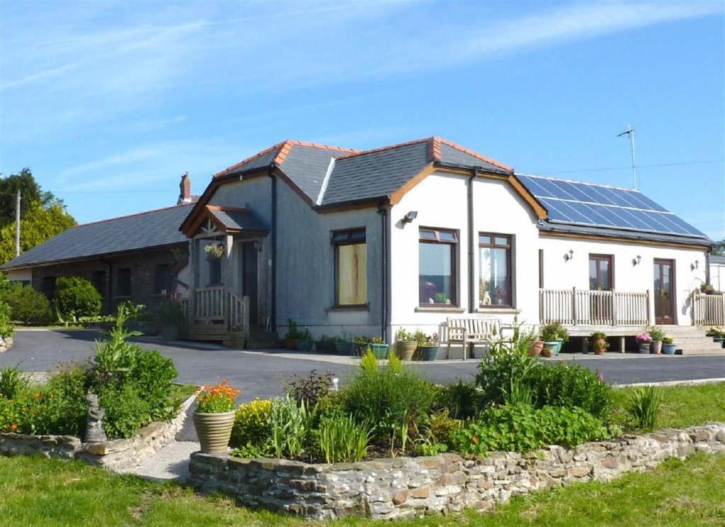 5 Bedroom Farm For Sale In Penygarn Road Tycroes Ammanford Sa18