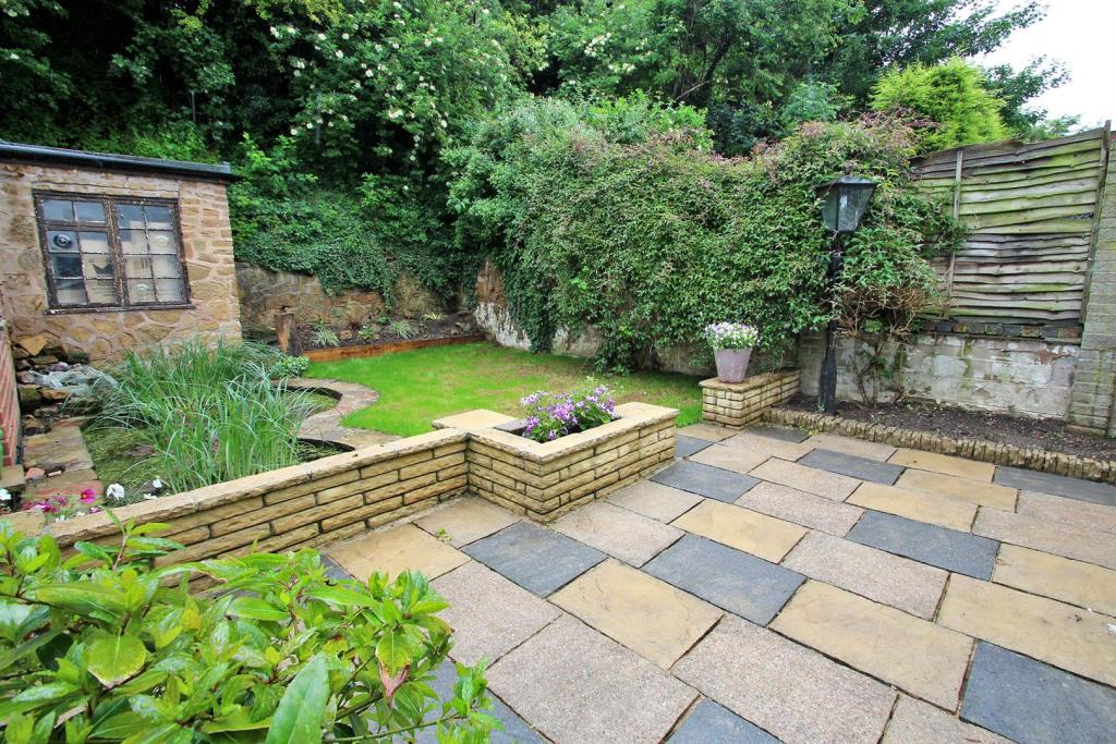 2 Bedroom Detached Bungalow For Sale In Maycroft Gardens