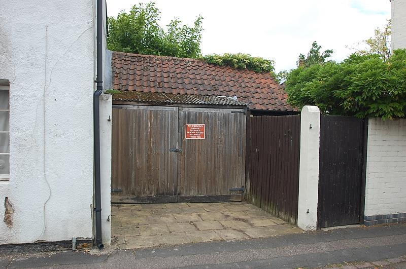 Garage (Main)