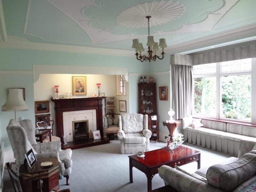 photo of traditional mint white lounge with bay window and bench seat