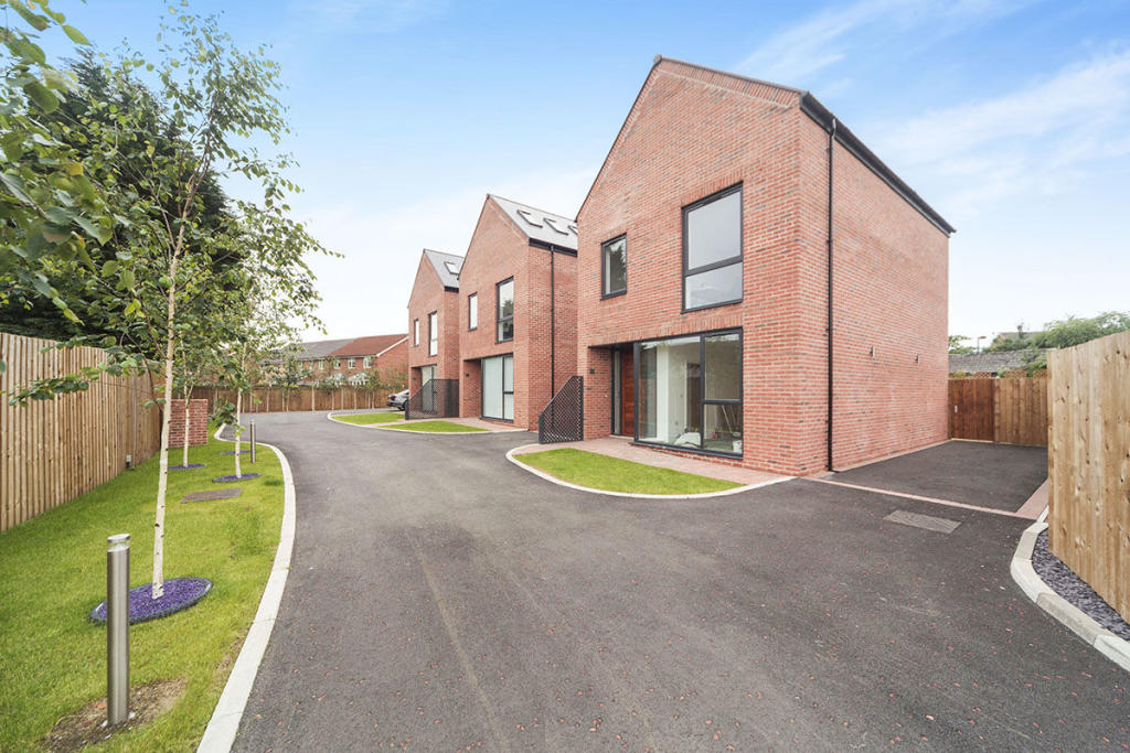 4 bedroom detached house for sale in steppingstone mews