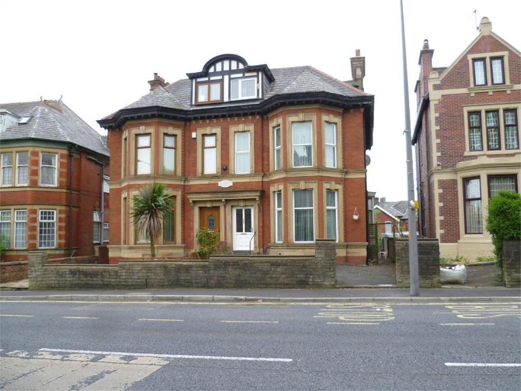 6 bedroom semi detached house for sale in preston new road