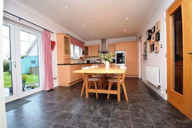 dining kitchen.JPG