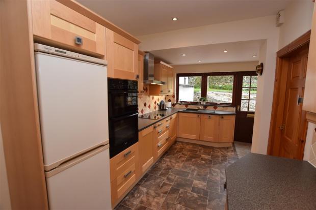 kitchen 2 .JPG
