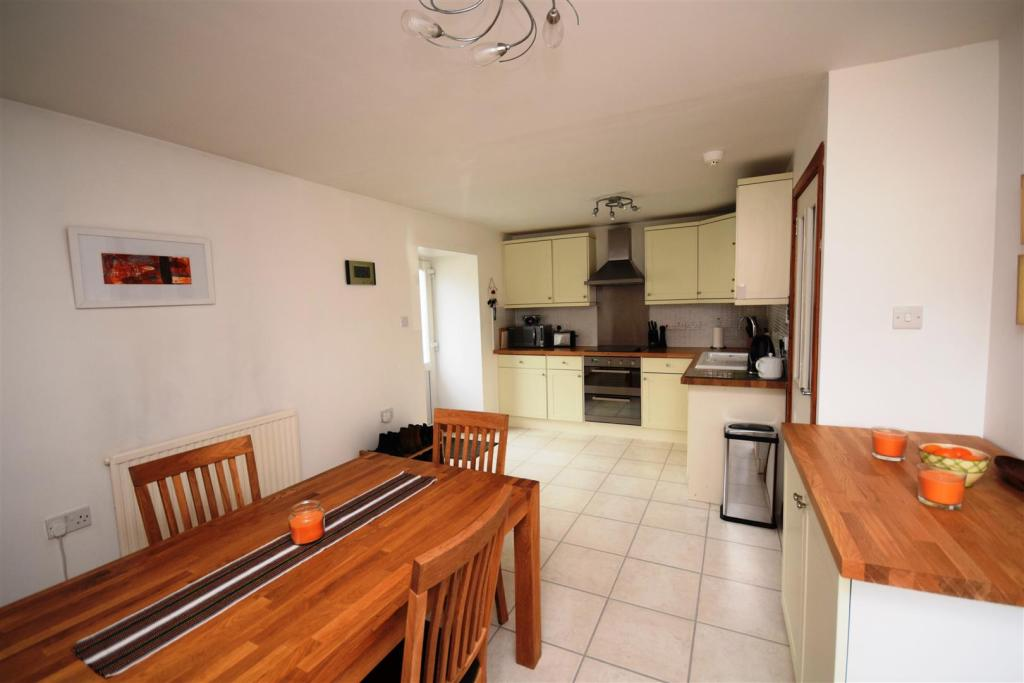 owners kitchen 2.JPG