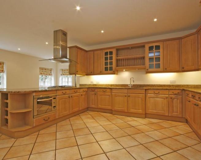 Oak kitchen design ideas photos inspiration rightmove for Kitchen ideas rightmove