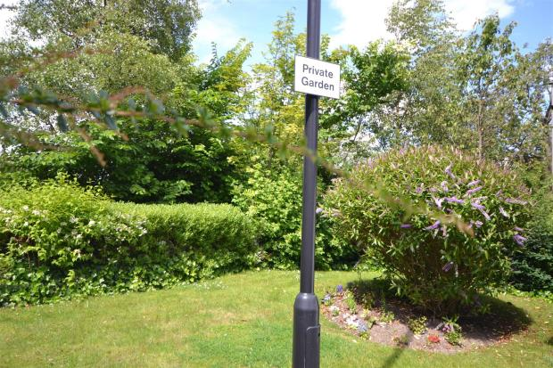 Moorhill Court03.JPG