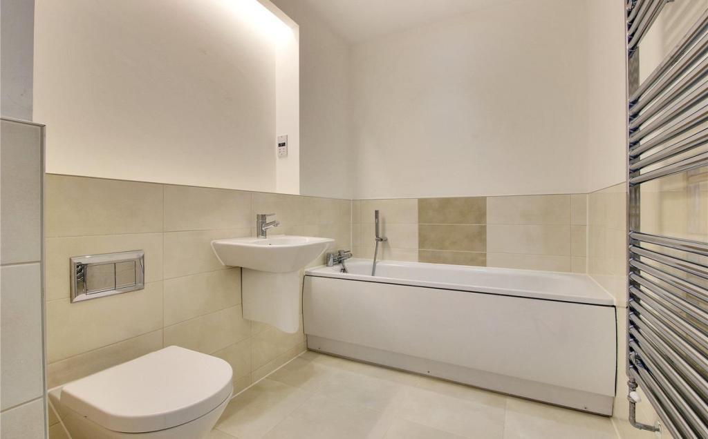 Plot 70 Bathroom