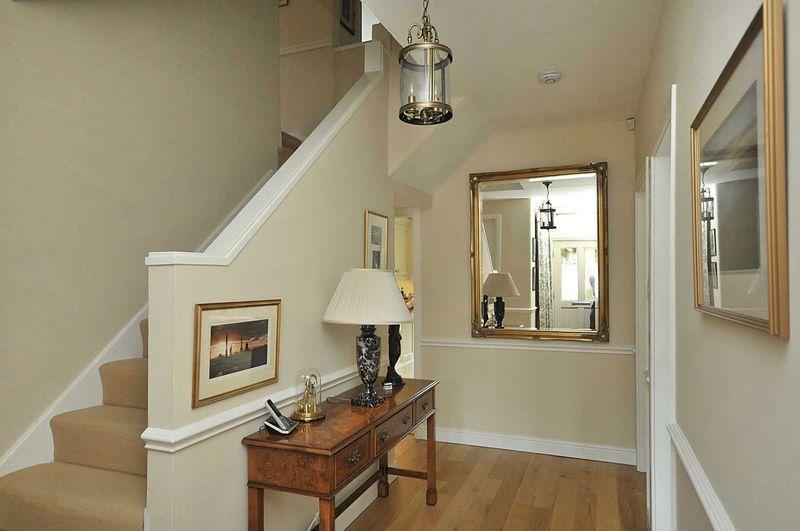 Cream entrance hall design ideas photos inspiration - Interior design in hall ideas ...