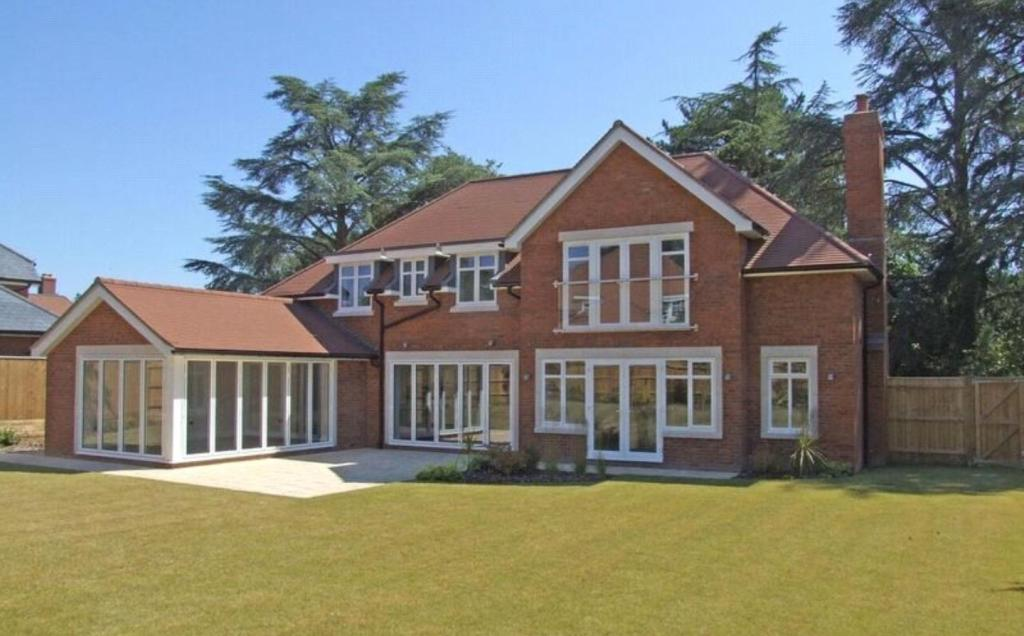 5 Bedroom Detached House For Sale In The Dormy New Road