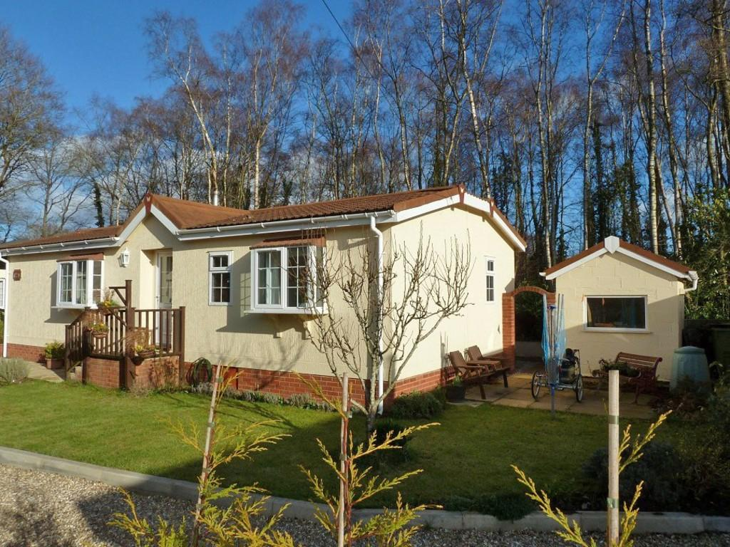 2 Bedroom Mobile Home For Sale In Moorland Park Bovey