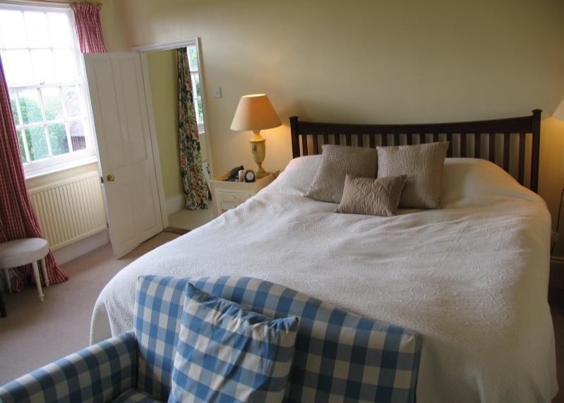 Adwell Rooms To Rent