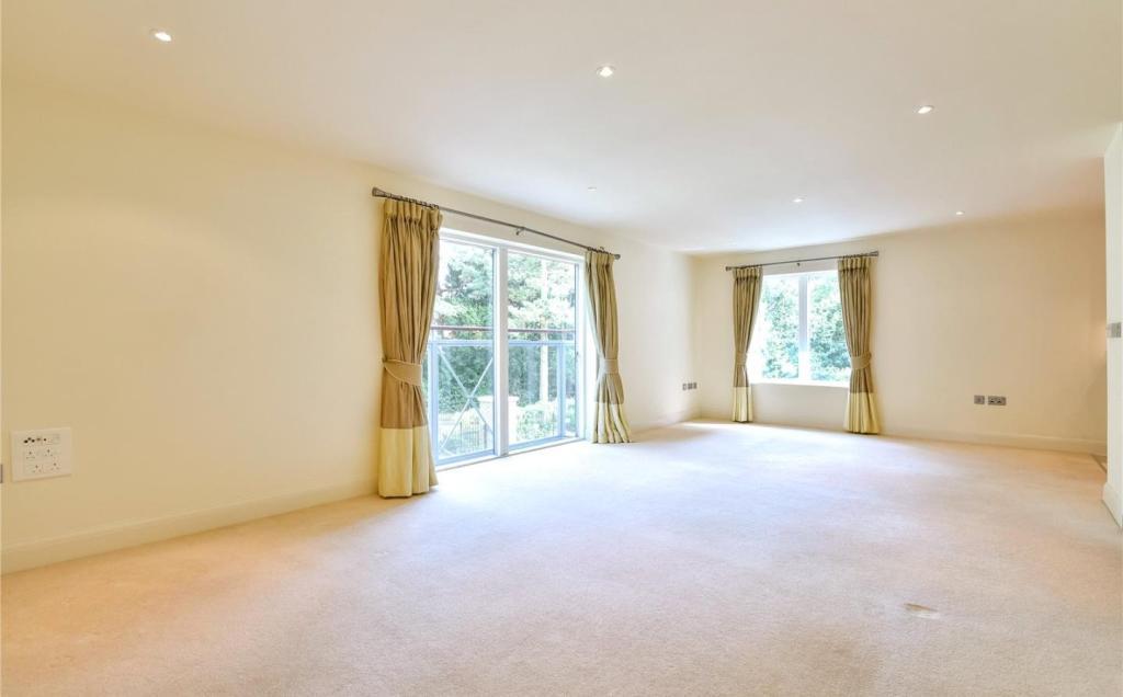 2 Bedroom Apartment To Rent In Burlington Place Hitchen Hatch Lane Sevenoaks Kent Tn13 Tn13