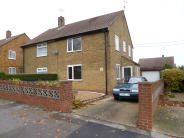 3 bedroom semi detached house to rent in Beechings Way, Rainham...
