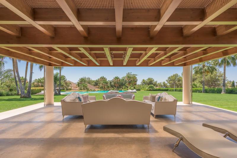 9 bed Villa for sale in Quinta de Sierra Blanca...