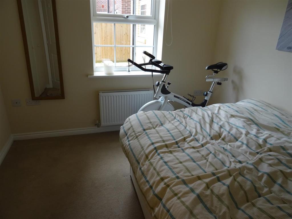 85 Jubilee bedroom.J
