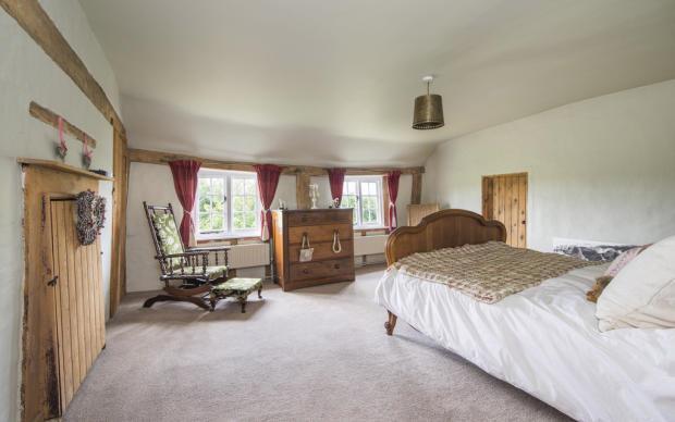 Myrtle cottage bed 1