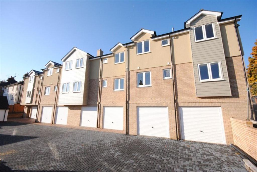 2 Bedroom Flat To Rent In Castle Court Trinity Street