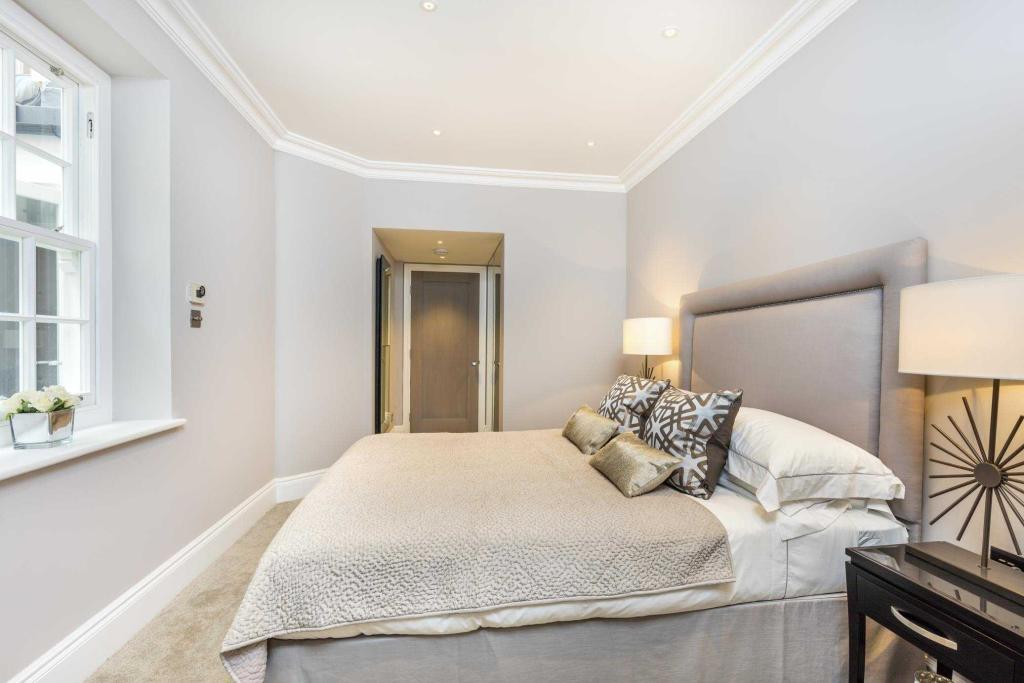 EatonPlace-bed-26