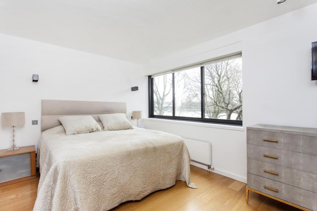 CrownReach - master bedroom