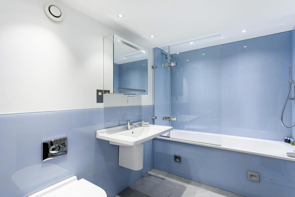 CrownReach - bathroom