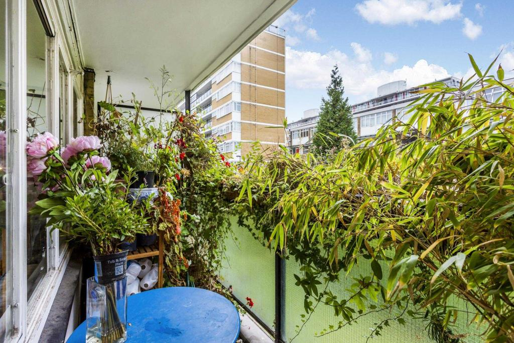 Gifford House -balcony