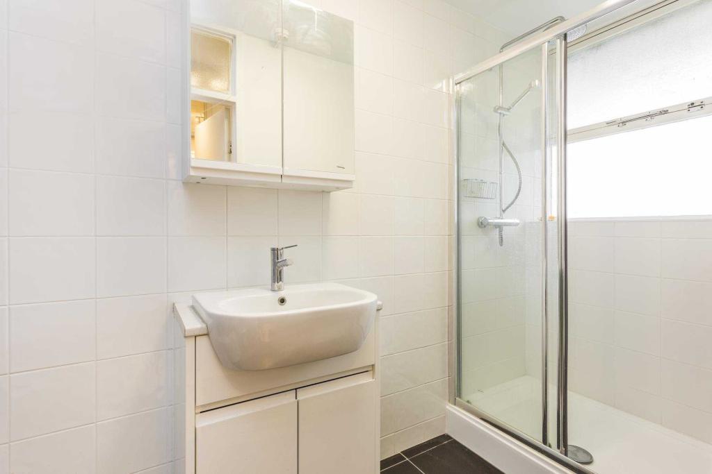 Gifford House - bath