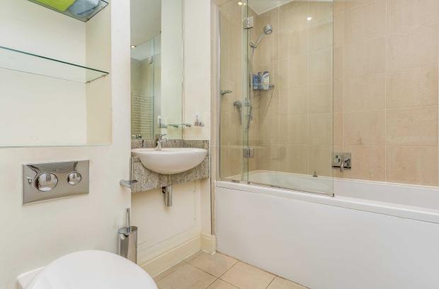 Belvoir House - bathroom