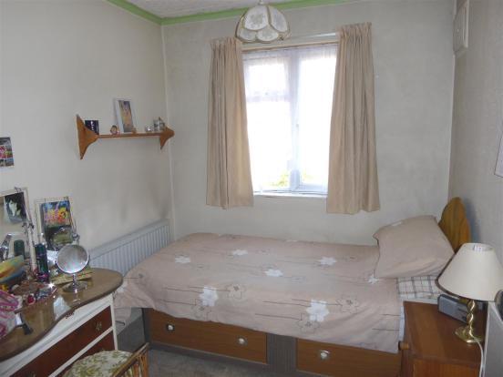 35 Cambria Close bed
