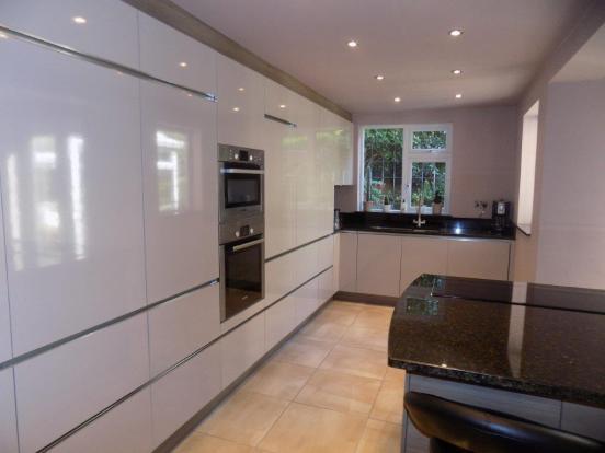 L shaped kitchen din